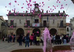 El Ayuntamiento ilumina hoy su fachada y la fuente de la Plaza de España de rosa por el Día del Cáncer de Mama