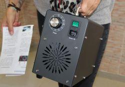 El ayuntamiento entrega máquinas de ozono a los distintos centros educativos de Guareña